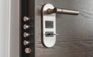 Que faire face à une porte claquée ou bloquée ?
